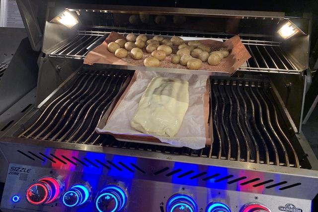 Svinefilet i butterdej sammen med saltkartofler i Napoleon Prestige Pro 500*