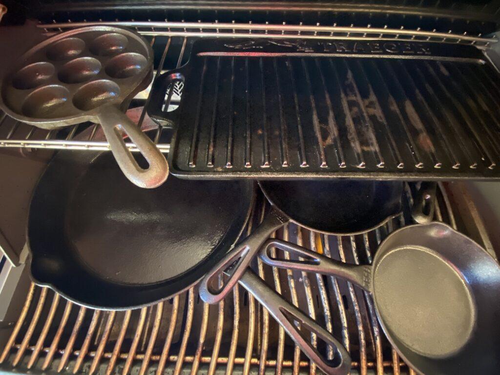 Støbejern - indebrændes på Grill